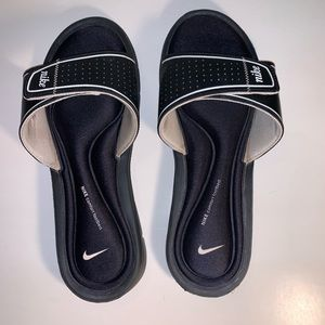Nike Women's Sliders Comforr Footbed